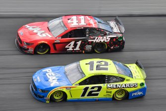 Ryan Blaney, Team Penske, Ford Mustang Menards / Peak, Cole Custer, Stewart-Haas Racing, Ford Mustang, Haas Automation
