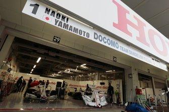 Гараж команды DoCoMo Team Dandelion Racing