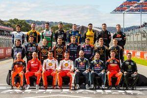 Коллективный снимок гонщиков серии Supercars перед стартом сезона-2020