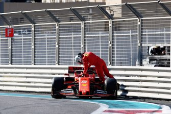 Sebastian Vettel, Ferrari SF90, tras su accidente
