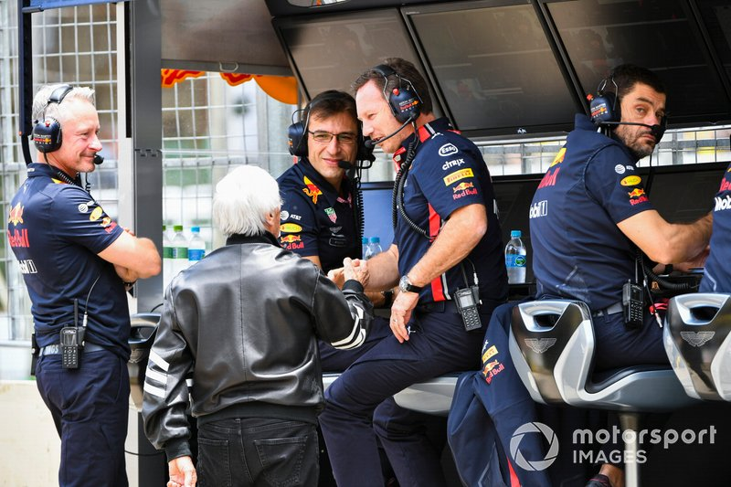 Bernie Ecclestone, Chairman Emiritus of Formula 1, Christian Horner, Team Principal, Red Bull Racing, and the Red Bull team on the pit wall