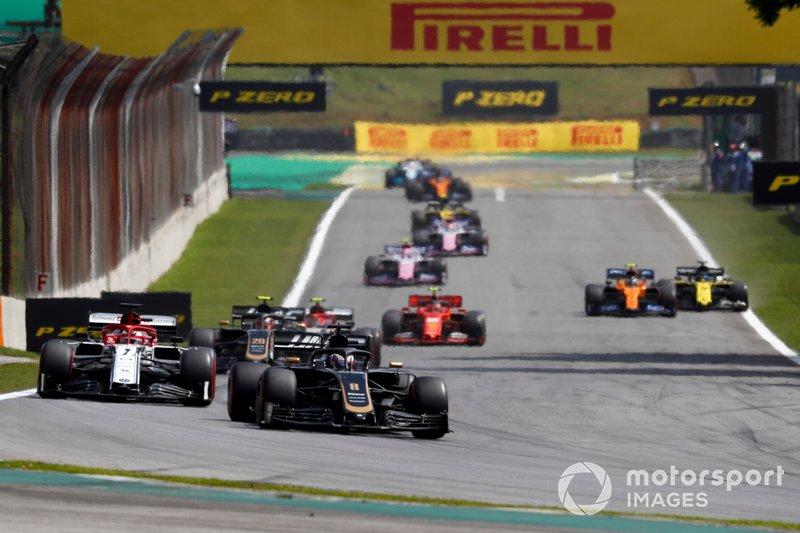 Romain Grosjean, Haas F1 Team VF-19, Kimi Raikkonen, Alfa Romeo Racing C38, y Kevin Magnussen, Haas F1 Team VF-19