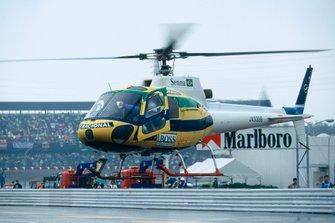 Ayrton Senna, McLaren lascia il circuito sul suo elicottero, al GP del Giappone del 1990