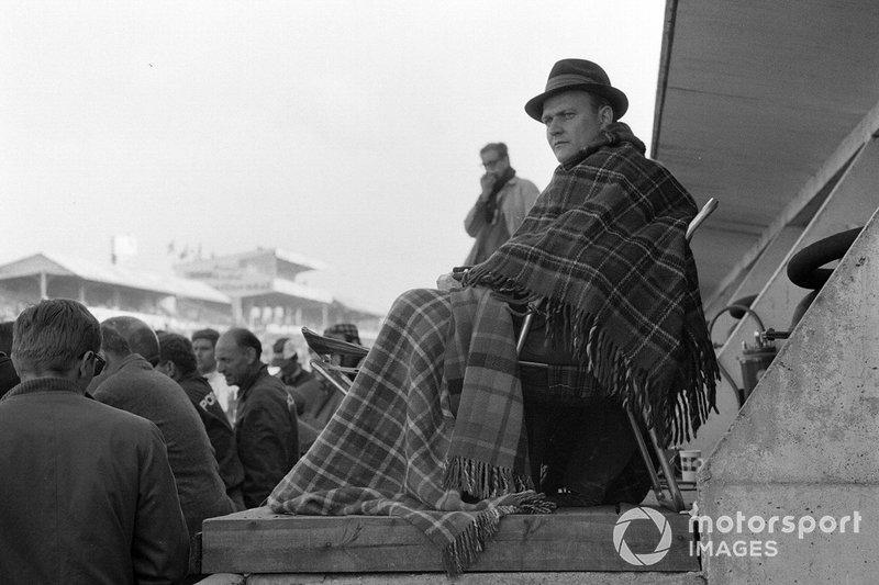 1967 год. Ферри Порше (председатель совета директоров компании Porsche) в боксах заводской команды