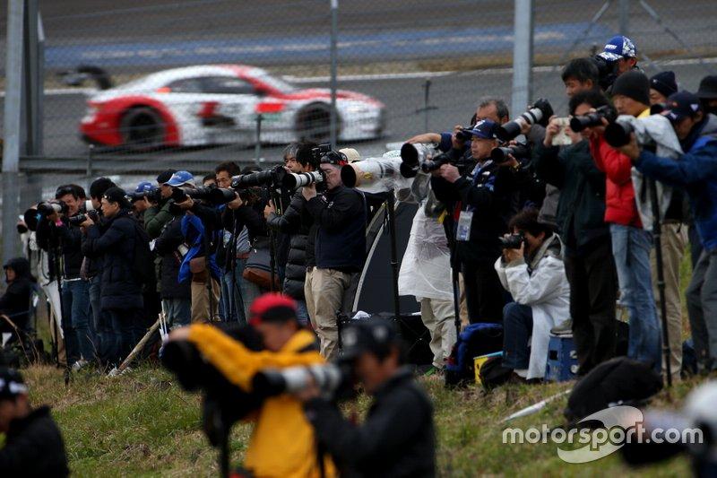 Фотографы на совместной гонке Super GT и DTM на «Фудзи»