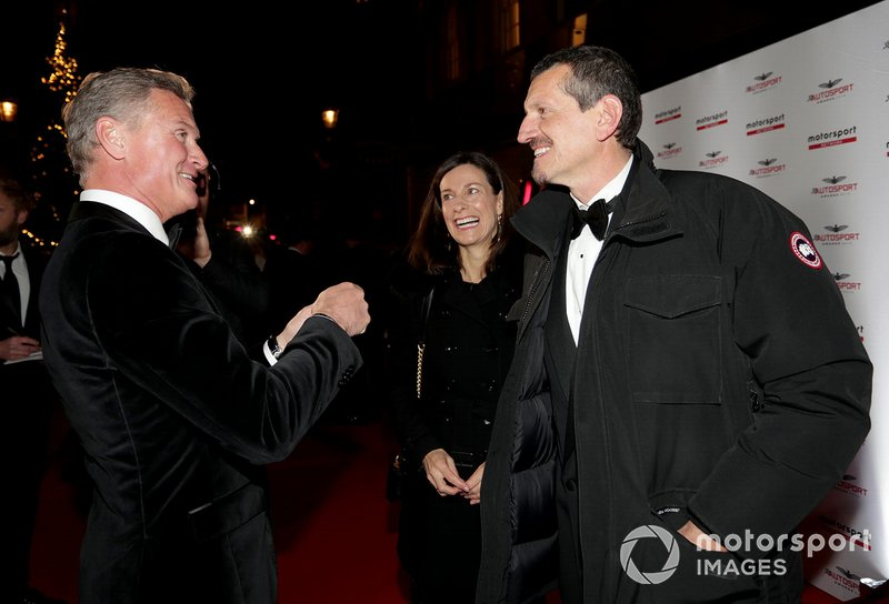 Presentatore David Coulthard, con Guenther Steiner, Team Principal, Haas F1