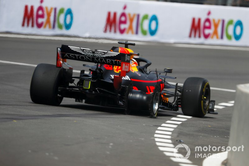Max Verstappen, Red Bull Racing RB15 con pinchazo