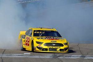 Победитель гонки Кубка NASCAR в Лас-Вегасе Джоуи Логано, Team Penske, Ford Mustang