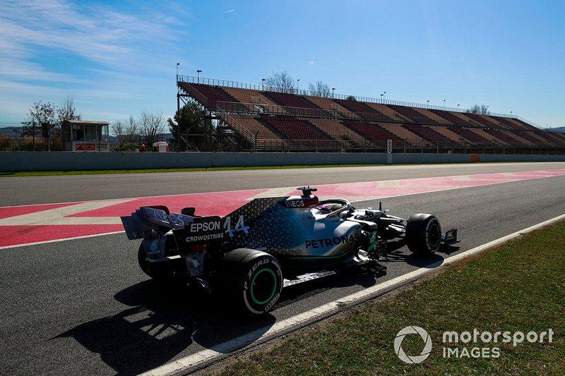Lewis Hamilton au volant de la Mercedes F1 W11
