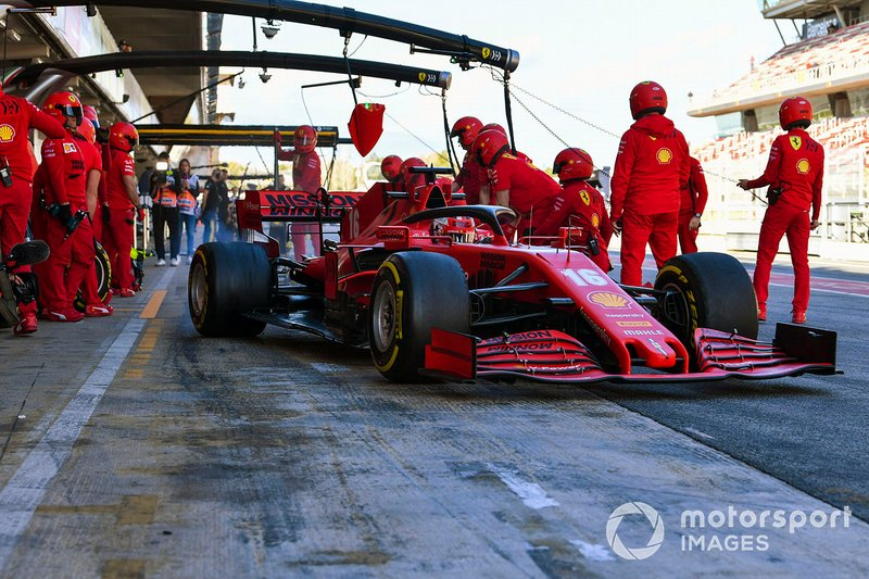 Charles Leclerc, Ferrari SF1000, en un pit stop