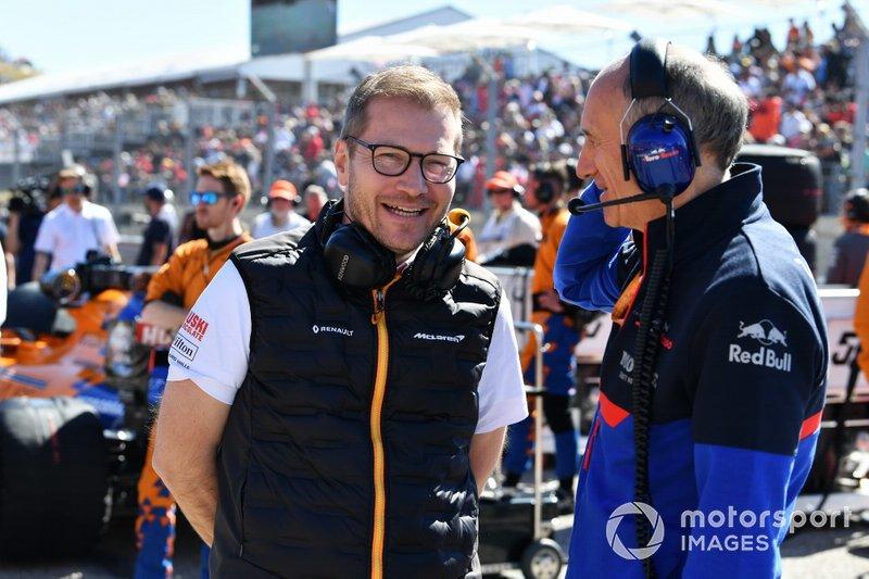 Andreas Seidl, director del equipo, McLaren, y Franz Tost, director del equipo, Toro Rosso, en la parrilla.