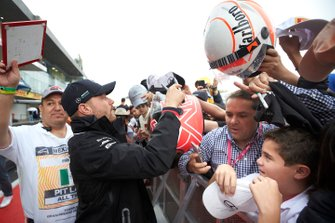 Valtteri Bottas, Mercedes AMG F1 signs an autograph for a fan