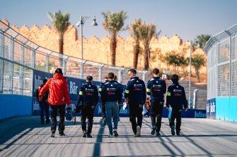 Robin Frijns, Virgin Racing en la pista con su equipo