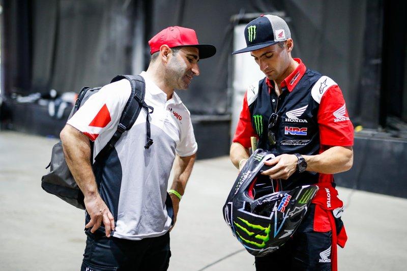 #8 Hero Motosports Team Rally: Paulo Goncalves, #7 Monster Energy Honda Team: Kevin Benavides