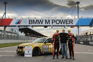 #650 BMW M240i Racing Cup: Yannick Fübrich, David Griessner with Team principal Matthias Unger