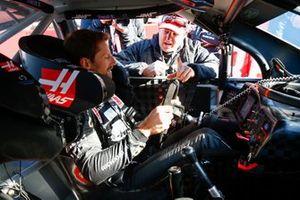 Romain Grosjean, Haas F1 Team VF-19, gets into the car of NASCAR Cup driver Tony Stewart