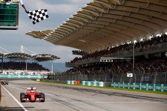 Победитель Себастьян Феттель, Ferrari SF15-T