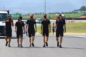 Romain Grosjean, Haas F1, walks the track with Pietro Fittipaldi and colleagues