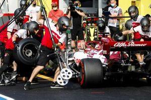 Kimi Raikkonen, Alfa Romeo Racing C39, makes a stop during FP2