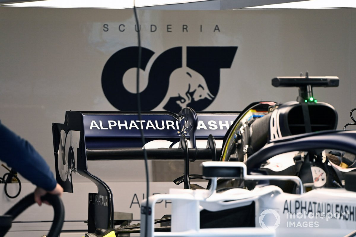 AlphaTauri AT01 rear wing detail
