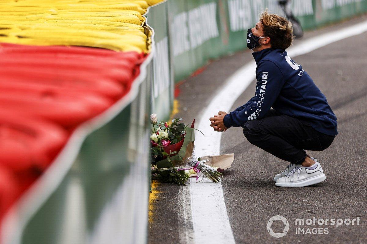 Pierre Gasly, Toro Rosso, deja flores en memoria de su amigo Anthoine Hubert, fallecido en Spa en 2019