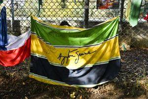 Tributo a Ayrton Senna a bordo pista