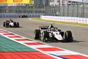 Christian Lundgaard, ART Grand Prix leads Louis Deletraz, Charouz Racing System