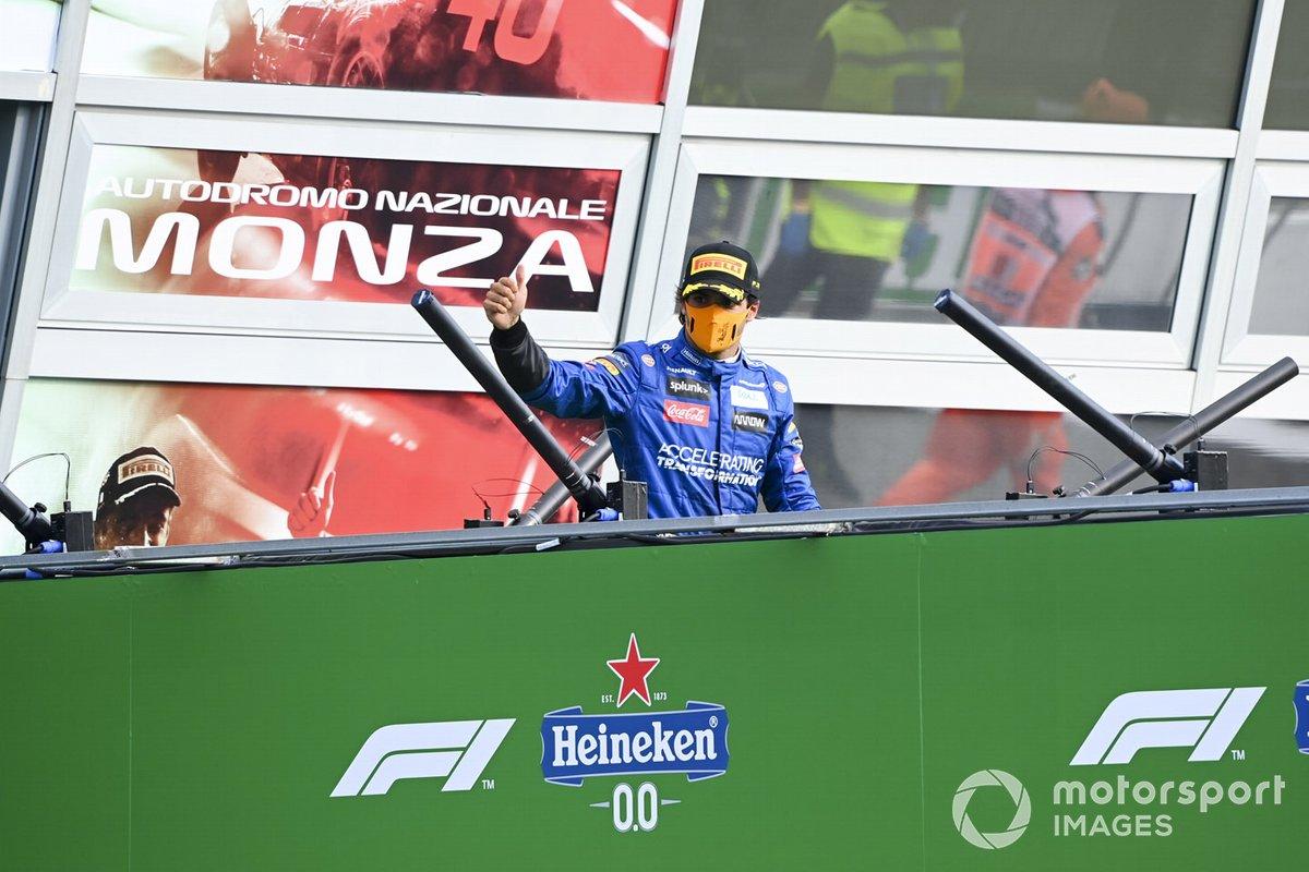 Podio: segundo lugar Carlos Sainz Jr., McLaren