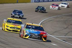 #18: Kyle Busch, Joe Gibbs Racing, Toyota Camry M&M's, #22: Joey Logano, Team Penske, Ford Mustang Pennzoil