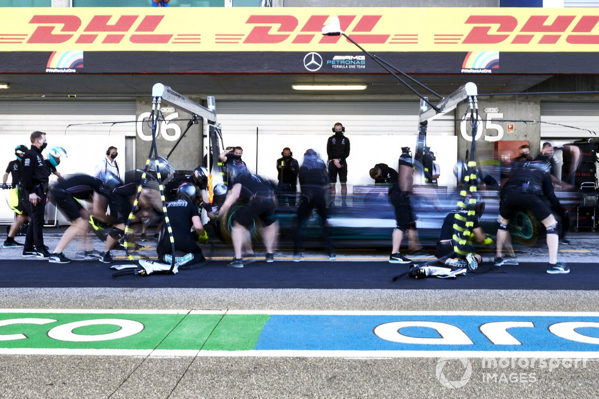 Valtteri Bottas, Mercedes F1 W11, fa uno stop