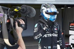 Valtteri Bottas, Mercedes-AMG F1, celebrates pole