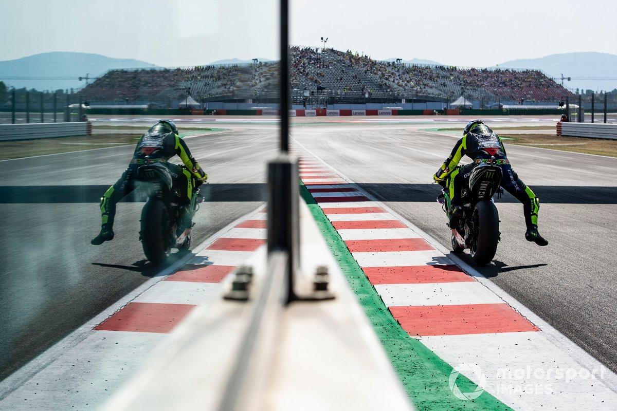 Mira las fotos de Rossi en el GP de San Marino para comparar