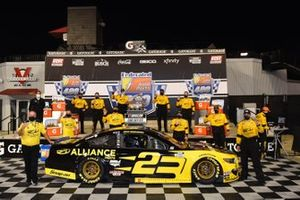 Race winner Brad Keselowski, Team Penske, Ford Mustang