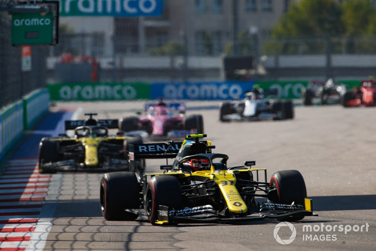 Esteban Ocon, Renault F1 Team R.S.20, Daniel Ricciardo, Renault F1 Team R.S.20, e Sergio Perez, Racing Point RP20