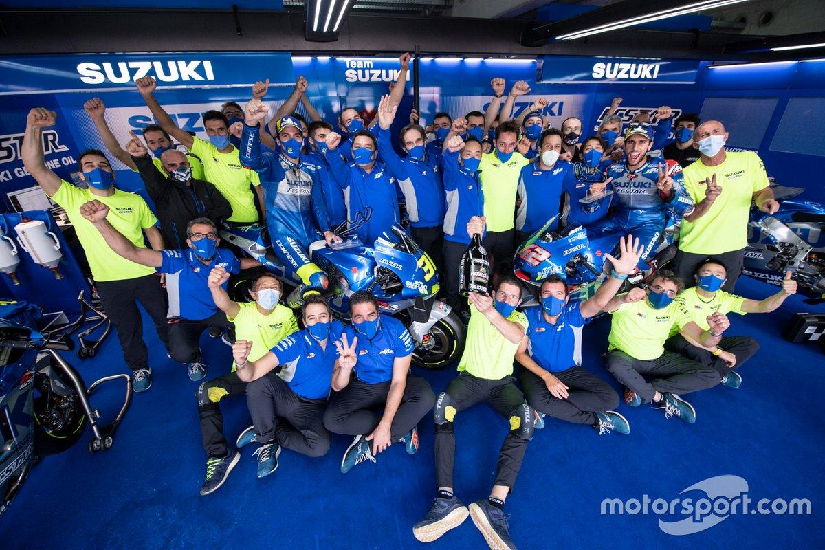 Joan Mir, Alex Rins y el Team Suzuki MotoGP celebran