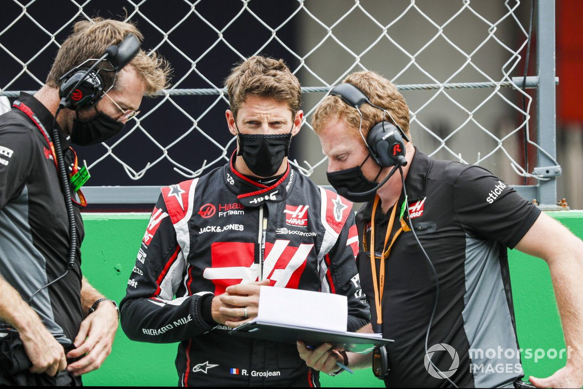 Romain Grosjean, Haas F1, sulla griglia di partenza con il suo ingengere