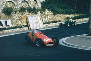 Giuseppe Farina im Ferrari 625 von Maurice Trintignant