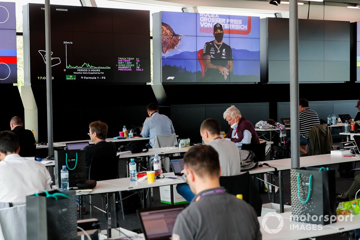 Lewis Hamilton, Mercedes AMG F1 durante la conferenza stampa