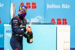 Robin Frijns, Virgin Racing celebrates on the podium, 2nd position,