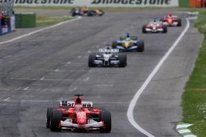 Rubens Barrichello, Ferrari F2005, Nick Heidfeld, Williams F1 BMW FW27, Giancarlo Fisichella, Renault R25, Ralf Schumacher, Toyota TF105, Michael Schumacher, Ferrari F2005