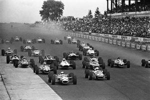 Jim Clark, Lotus 49 Ford, Denny Hulme, Brabham BT24 Repco