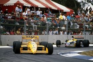 Nelson Piquet, Lotus 100T leads Nigel Mansell, Williams FW12