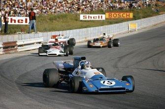 Chris Amon, Matra MS120C leads Helmut Marko, BRM P153 and John Love, Surtees TS9 Ford