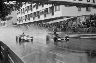 Henri Pescarolo, March 721 Ford leads Denny Hulme, McLaren M19C Ford