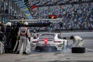 #911 Porsche GT Team Porsche 911 RSR - 19, GTLM: Nick Tandy, Frederic Makowiecki , pit stop