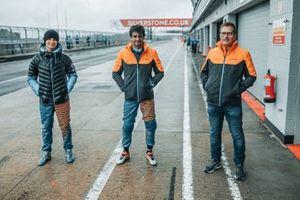 Lando Norris, Carlos Sainz Jr. y Andreas Seidl, director del equipo, McLaren