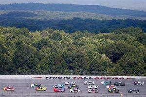 Michael Annett, JR Motorsports, Chevrolet Camaro leads the field