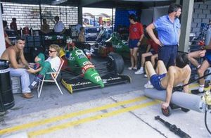 Johnny Herbert, Benetton B188 Ford with Flavio Briatore