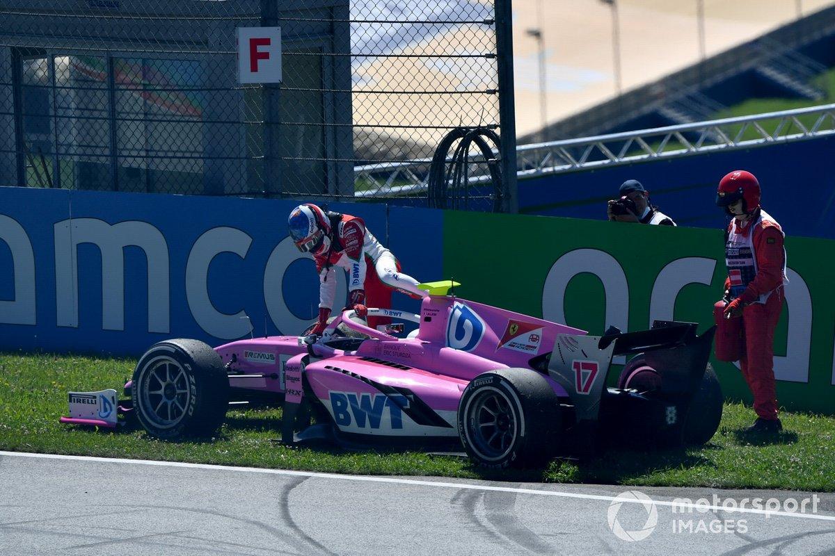 Giuliano Alesi, HWA Racelab, sale del coche