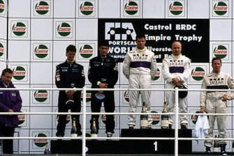 Derek Warwick, Teo Fabi, Jaguar Racing, Michael Schumacher, Karl Wendlinger, Team Sauber Mercedes. Martin Brundle, Silk Cut Jaguar, Tom Walkinshaw, Silk Cut Jaguar y el director del equipo TWR